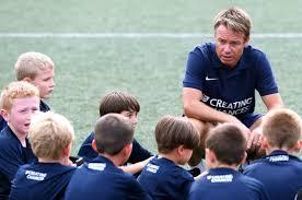 Quin és l'obectiu dels entrenadors en l'esport formatiu?